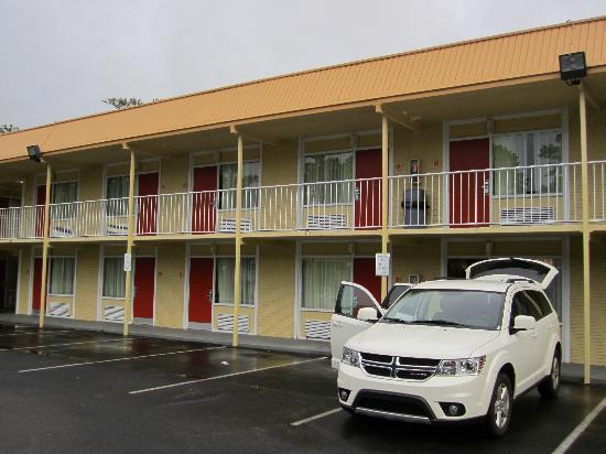 Rodeway Inn & Suites: Außenansicht September 2011