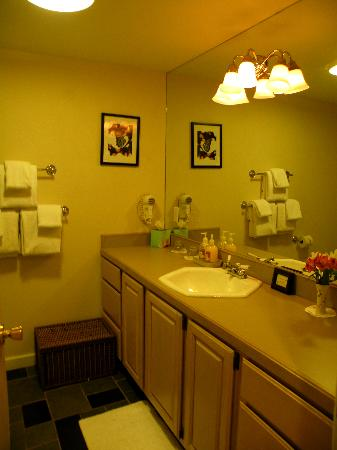 Shaker Mill Inn: Bathroom of Clark Room