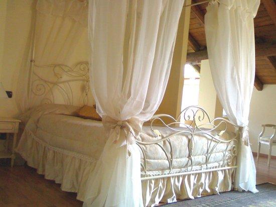Hotel Villa Giulia Ristorante Al Terrazzo : Suite con letto a Baldacchino