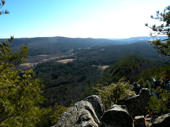 Monument Mountain: View at Devils Pulpit, along the Squaw Peak Trail