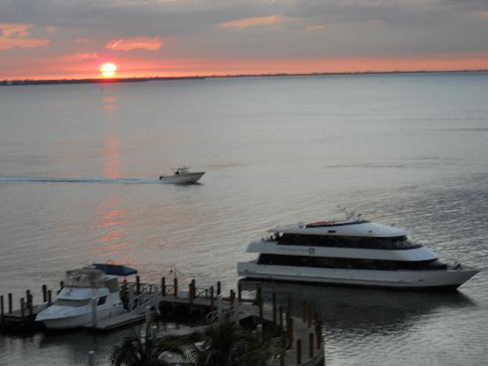 Sanibel Harbour Marriott Resort & Spa : Sunset from the balcony of our room