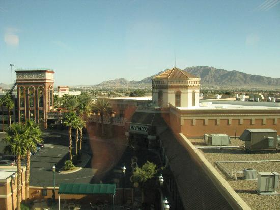 Boulder Station Hotel and Casino: This is the view from the fourth floor.