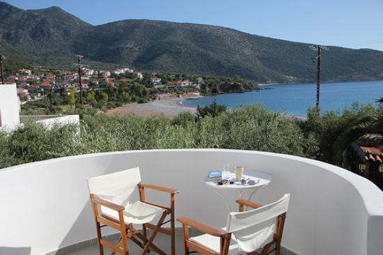 Kyfanta Hotel : Die Aussicht vom Balkon in Raum B2.
