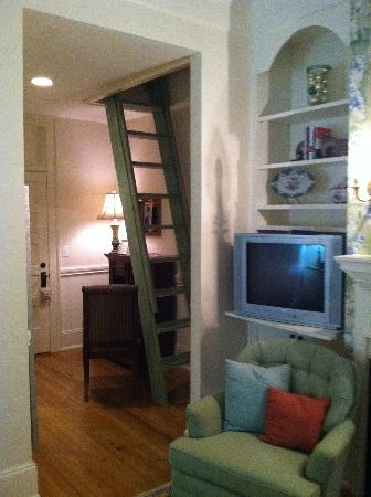 The Firehouse Inn: Room 3 with stairs to loft