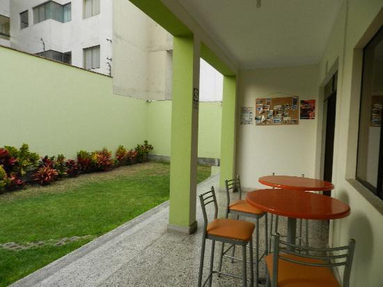 Pradera Verde Hostel: Jardín