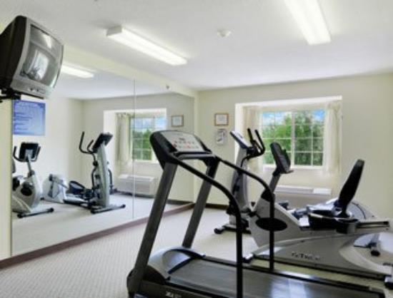 Microtel Inn & Suites by Wyndham Seneca Falls: Fitness Center