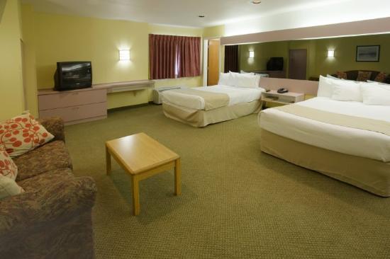 Motel 6 McAllen East: Suite