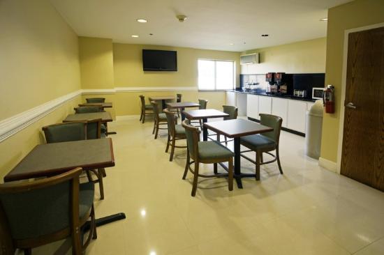 Motel 6 McAllen East: Breakfast Area