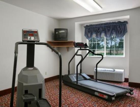 Microtel Inn & Suites by Wyndham Brush: Fitness Center