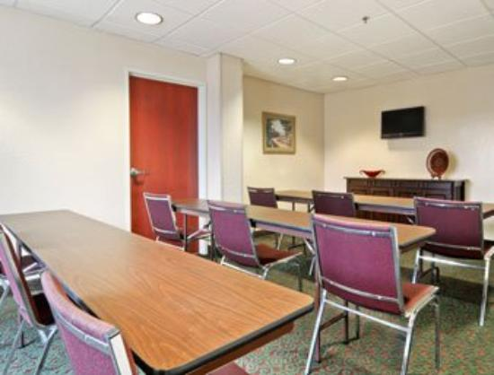 Microtel Inn & Suites by Wyndham Marianna: Meeting Room