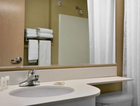 Microtel Inn & Suites by Wyndham Independence: Guest Room