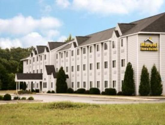 Microtel Inn & Suites by Wyndham Manistee: Welcome to the Microtel Inn and Suites Manistee