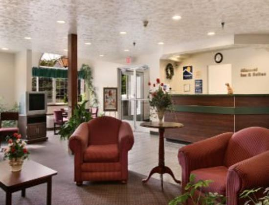 Microtel Inn & Suites by Wyndham Manistee: Lobby