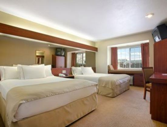 Microtel Inn & Suites by Wyndham Rapid City: Standard Two Queen Bed Room