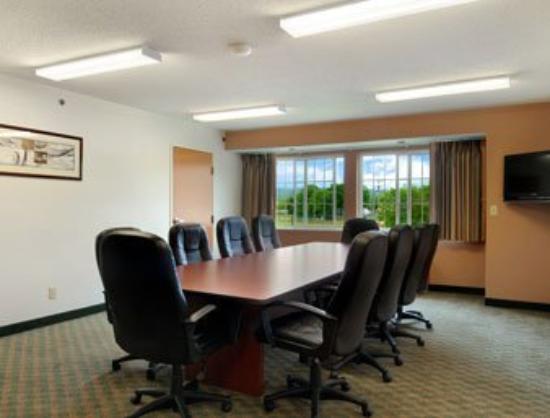 Microtel Inn & Suites by Wyndham Wellsville: Meeting Room