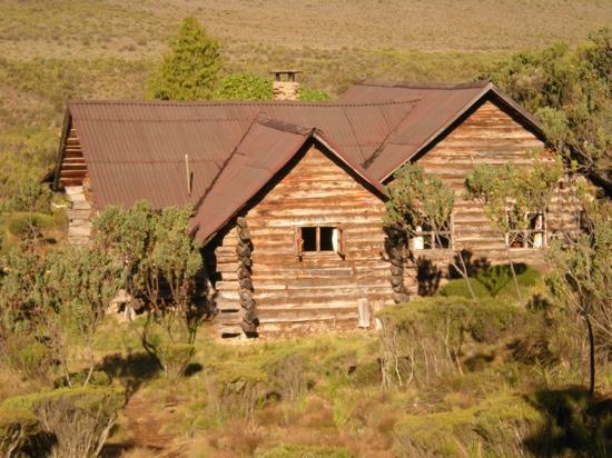 Rutundu Log Cabins: Main cabin