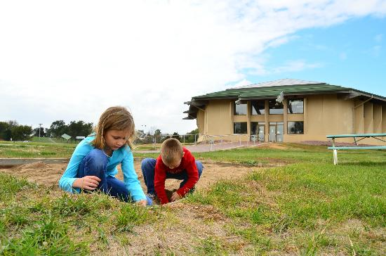 Dakota Discovery Museum : Kids dig free at the Prehistoric Indian Village