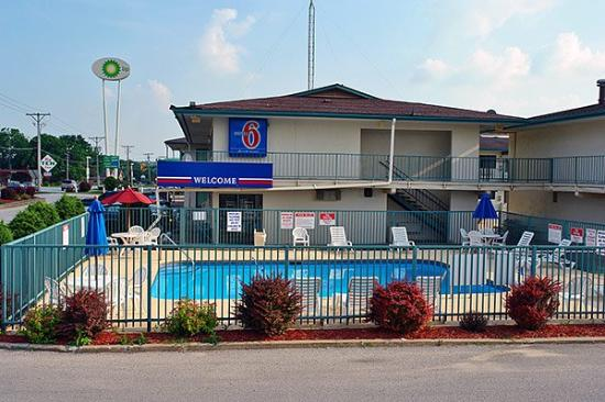 Motel 6 Iowa City: Exterior