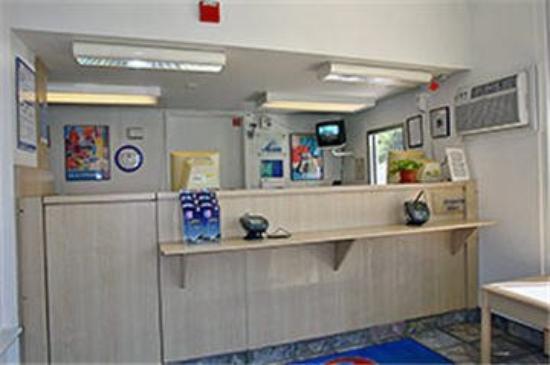 Motel 6 Palo Alto: Lobby Area