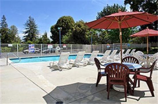Motel 6 Palo Alto: Outdoor Pool