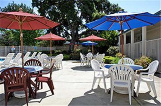 Motel 6 Palo Alto: Patio Area