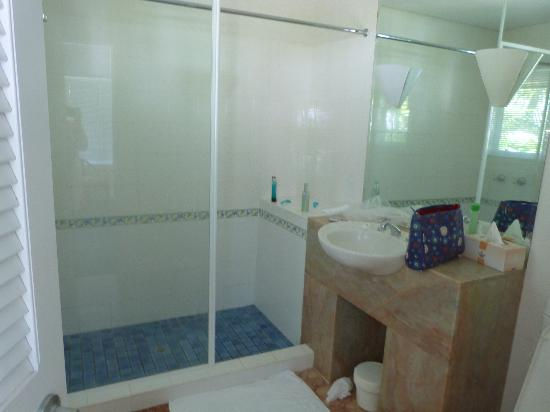 Balboa Holiday Apartments: Ensuite bathroom