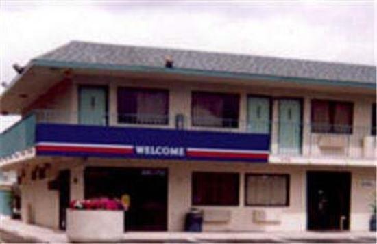Motel 6 Newark: Exterior