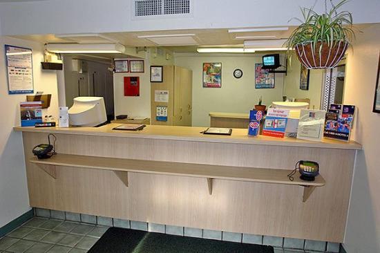 Motel 6 Williamsburg: MLobby