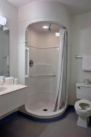 Motel 6 Williamsburg : MBthrm