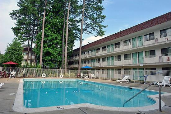 Motel 6 Williamsburg: Outdoor Pool