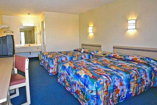 Super 6 Inn and Suites Pensacola: MDouble