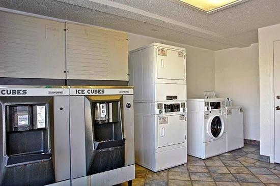 Super 6 Inn and Suites Pensacola: MLaundry