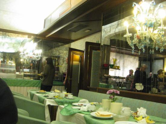 Le Boulevard Hotel: Breakfast room