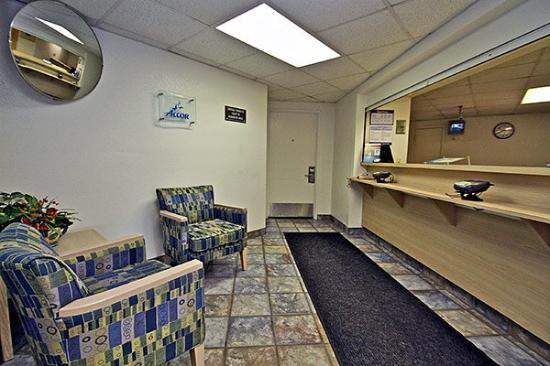Motel 6 Duluth: MLobby