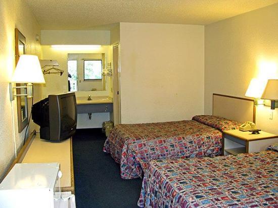 Motel 6 Cincinnati Central-Norwood: MDouble