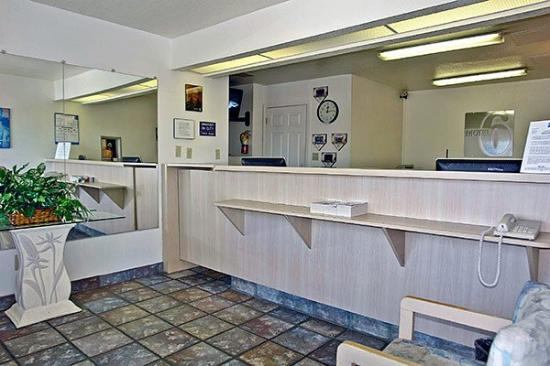 Motel 6 Pensacola West : Lobby