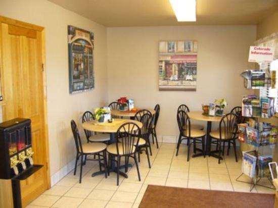 Parachute Inn : Breakfast Area