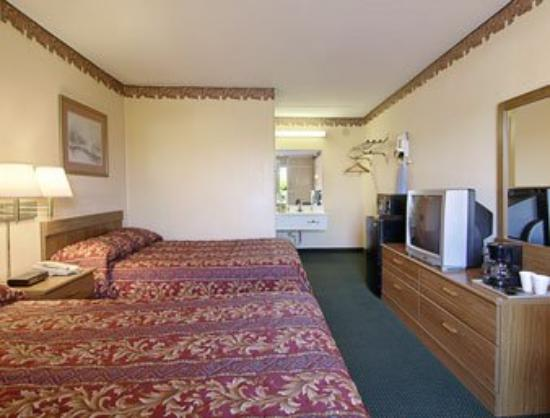 Super 8 Tifton: Standard Two Double Bed Room