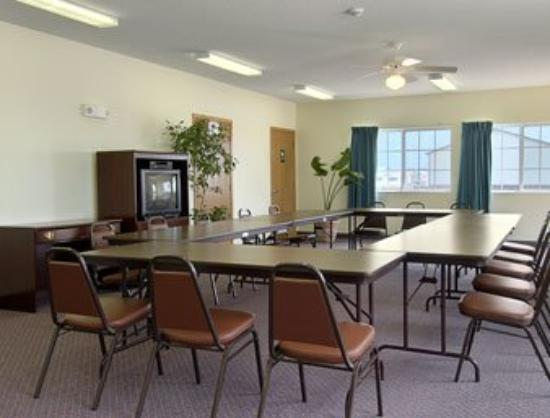 Budget Inn & Suites: Meeting Room
