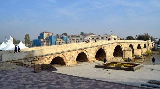 Hotel Rose Diplomatique: Stone Bridge in the center of Skopje