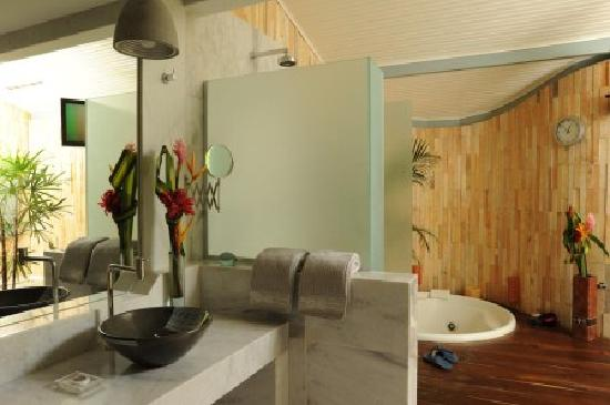 Casa Acayu Pousada & Bungalows: Bungalow's bathroom