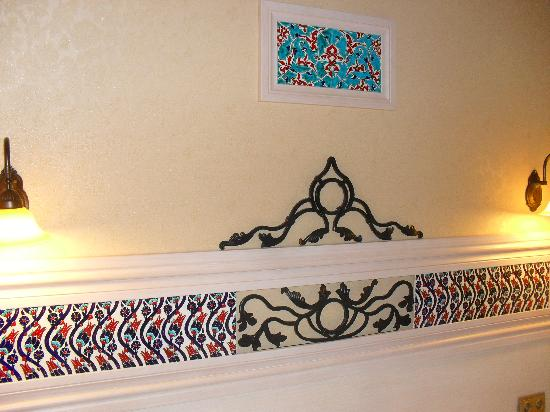 Hotel Novano : the tiling over the bed was very nice