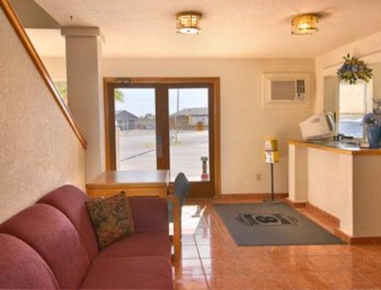 Lordsburg Super 8 Motel: Lobby