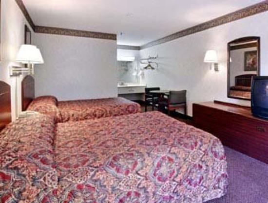 Econo Lodge : Standard Two Double Bed Room