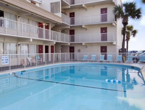 Pool Picture of Super 8 Myrtle Beach/Ocean Front Area, Myrtle