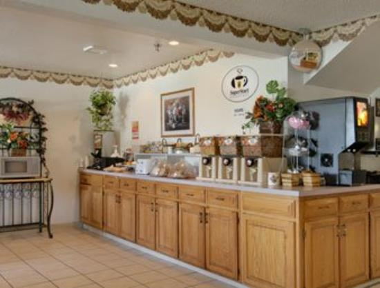 Super 8 Howe: Breakfast Area