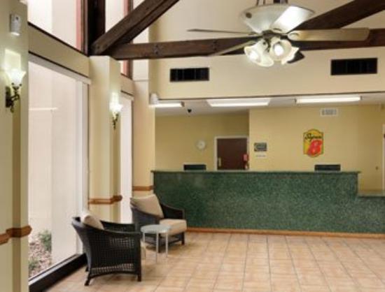 Super 8 Kerrville TX: Lobby