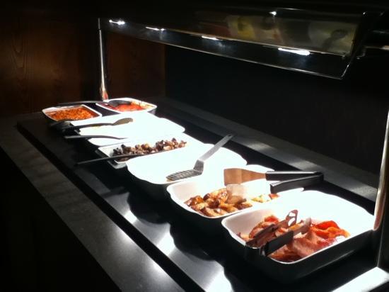 Premier Inn Carlisle M6 Jct44 Hotel : buffet breakfast in the restaurant