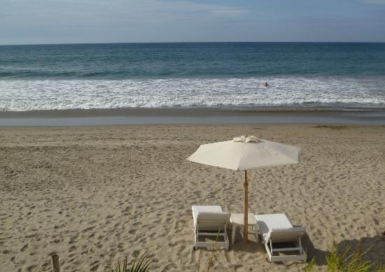 Claro de Luna : La playa frente al hotel