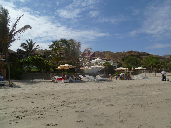 Claro de Luna Hotel: El hotel desde la playa